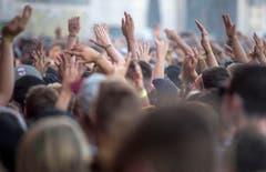 Hände in die Höhe während des Konzerts von Cypress Hill. (Bild: Reto Martin)