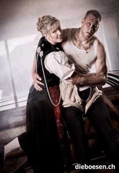 Der Aargauer Christoph Bieri posiert mit Karin Pfister. (Bild: dieboesen.ch/Thomas Buchwalder)