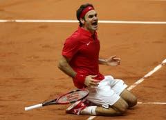 Roger Federer freut sich über den Titel. (Bild: Keystone)