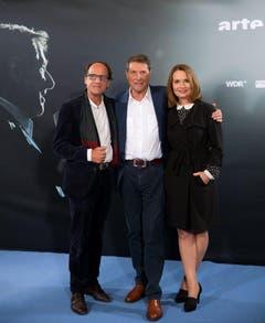 """Vor der TV-Film-Premiere """"Der Mann, der Udo Jürgens war"""": Der Star mit seiner Tochter Jenny Jürgens und seinem Bruder Manfred Bockelmann. (Bild: Keystone)"""