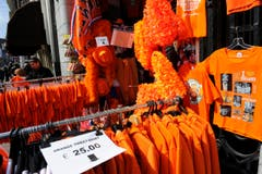 Souvenirs in orange. (Bild: Keystone)