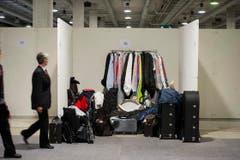 Findet jeder Musiker seinen Koffer und sein Kleidungsstück? (Bild: Michel Canonica)
