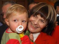 Mit dem Enkel nach der Wahl. (Bild: Keystone)