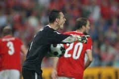 Der Antreiber: Diego Benaglio pusht seine Mannen am EM-Match gegen die Türkei im Juni 2008. (Bild: Keystone)