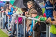 Trotz Regen sahen sich 750 Zuschauerinnen und Zuschauer das Spiel an. (Bild: Andrea Stalder)