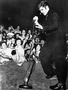 Elvis Presley «shakes, rattles, and rolls» auf der Mississippi-Alabama State Fair am 27. September 1956. (Bild: Keystone)