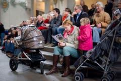 Mit Sack, Pack und Kindern strömten die Gallus-Freunde in die Kathedrale. (Bild: Benjamin Manser)