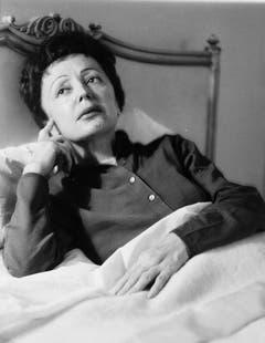 Edith Piaf war von kränklicher Natur - hier eine Aufnahme vom Februar 1959 in New York. (Bild: Keystone)