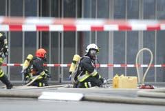 Gespenstische Szenen spielten sich beim Unternehmen ab, wo das Unglück passiert war. (Bild: Mario Testa)
