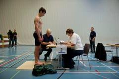 Rund 1300 Athletinnen und Athleten müssen gewogen werden. (Bild: Michel Canonica)