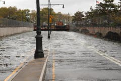 Komplett unterspült: Der Eingang zur Battery-Park-Unterführung in New York. (Bild: Keystone)