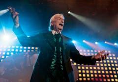 """Der 77-jährige deutsche Bandleader James Last auf der Bühne, bei seinem fast ausverkauften Konzert """"The Last Tour 2006"""" im Hallenstadion in Zürich, am Samstag, 4. November 2006. (Bild: Keystone)"""