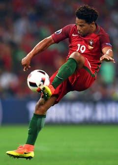 Der Portugalspieler Eliseu in Aktion. (Bild: Keystone)