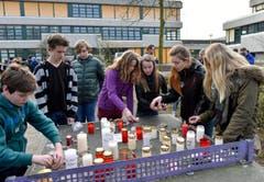 Auch Absolventinnen und Absolventen des Joseph-König-Gymnasiums im deutschen Haltern waren in der Unglücksmaschine - die Trauer an der Schule ist entsprechend gross. (Bild: Keystone)