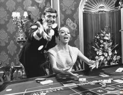 Wird als einziges Bond-Girl die Frau des Agenten: Diana Rigg als Tracy Bond mit ihrem Film-Mann George Lazenby in «On Her Majesty's Secret Service» (1969). (Bild: pd)