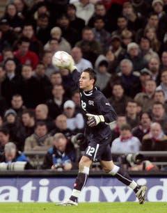 Im Februar 2008 feierte Benaglio seinen Einstand als neue Nummer 1 in der Nati gegen England - der Zürcher hatte den Thurgauer Pascal Zuberbühler abgelöst. (Bild: Keystone)
