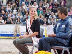 Angela Stocker, Apfelkönigin des Jahres 2016/2017, wohnte der Wahl ebenfalls bei. (Bild: Hanspeter Schhiess)