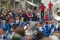 Die Berner Fachhochschule stelzt durch St.Gallen. (Bild: Urs Jaudas)