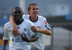 Alex und Teamkollege Jan Berger bejubeln einen St.Galler Treffer. (Bild: Hannes Thalmann)