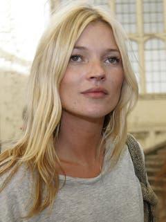Ein bisschen Grunge, ein bisschen Mädchen vom Land: Mit diesem Mix gehört Kate Moss, hier 2006 in London, zu den Spitzenverdienerinnen unter den Models. (Bild: Keystone)