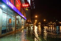 """In New York setzte """"Sandy"""" Strassen unter Wasser. (Bild: Keystone)"""