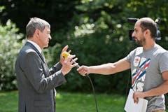 Routineübung für Regierungsräte: Interviews mit Medienschaffenden. (Bild: Michel Canonica)
