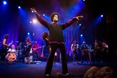 2013 trat Prince dreimal hintereinander in Montreux auf - diesmal mit Afro. Festival-Direktor Mathieu Jaton zeigte sich denn auch erschüttert ob der Todesnachricht. (Bild: Keystone)