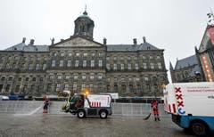 Auch die Strassen müssen sauber sein, wenn Willem-Alexander zum König der Niederlande gekrönt wird. (Bild: Keystone)