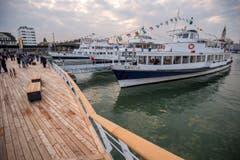 Die Bodensee-Kursschiffe legen neu an der Plattform an. (Bild: Reto Martin)
