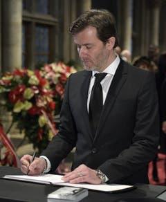 Udo Jürgens' Sohn John steht die Trauer um seinen Vater nach wie vor ins Gesicht geschrieben. (Bild: Keystone)