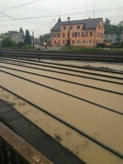 Die Bahngleise in Sulgen sind überschwemmt. (Bild: Matthias Kohn)