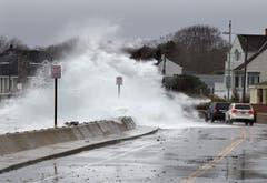 """""""Sandy"""" lässt Fluten über die Ufer treten. (Bild: Keystone)"""
