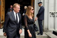 Pepe Lienhard und Raquel Marquard vor der Kirche. (Bild: Urs Bucher)