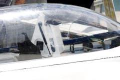 Die beiden Flugzeuginsassen konnten ihr Leben retten - sie schwammen von der Unglücksmaschine weg und wurden von einem Privatboot in Sicherheit gebracht. (Bild: Rudolf Hirtl)