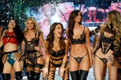 Adriana Lima, Lily Donaldson, Alessandra Ambrosio, Taylor Hill und Martha Hunt (v.l). (Bild: Keystone)