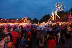 Festivalbesucher auf dem Festareal. (Bild: Benjamin Manser)