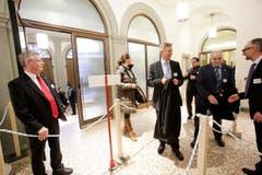 Regierungsrat Bernhard Koch (links) begrüsst die Gäste. (Bild: Donato Caspari)