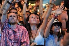 Das Publikum im Bann seines Stars Nas auf der Bühne. (Bild: Reto Martin)