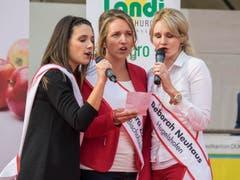 Marion Weibel mit Sara Zaugg und Deborah Neuhaus. (Bild: Hanspeter Schhiess)