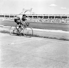 Ferdy Kübler gewinnt am 5. August 1950 das Zeitfahren der Tour de France von Saint Etienne nach Lyon. (Bild: Keystone)