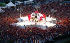 Am 1. August 2006 feierten rund 10'000 Menschen mit DJ Bobo den Nationalfeiertag in Engelberg. (Bild: Keystone)
