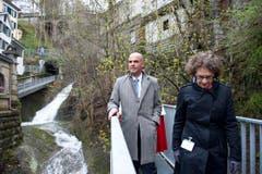 In der Mühlenenschlucht: Bundesrat Alain Berset und Regierungsrätin Kathrin Hilber. (Bild: Urs Bucher)