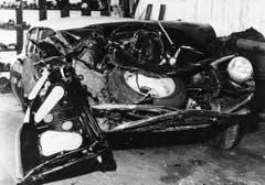 Ein schwerer Verkehrsunfall: 1958 war Edith Piaf mit ihrem damaligen Freund, dem Sänger Georges Moustaki, unterwegs. Moustaki verlor die Kontrolle über den Wagen und raste in einen LKW. Piaf musste mehrfach operiert werden und wurde abhängig vom Schmerzmittel Morphium. (Bild: Keystone)