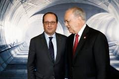 Johann Schneider-Ammann begrüsst den französischen Präsidenten Francois Hollande. (Bild: Keystone)