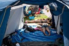 Auch im Zelt ist es nicht wirklich kühl. (Bild: Luca Linder)
