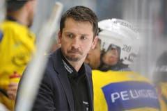 Auch der Bern-Trainer macht mit: Der Uzwiler Lars Leuenberger macht sich sogar die Mühe, seine Gesichtsbehaarung in Form zu rasieren. (Bild: Keystone)