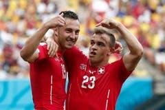 Josip Drmic (links) und Xherdan Shaqiri jubeln. (Bild: Keystone)