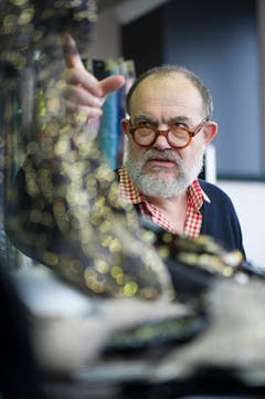 Christian Lacroix bei der Firma Jakob Schlaepfer (Bild: Michel Canonica)