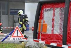 Auch ein Dekontaminationszelt wurde aufgebaut. (Bild: Mario Testa)