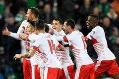 Die Schweizer Nati feiert das 1:0 gegen Nordirland. Geschossen wurde das Tor von Ricardo Rodriguez. (Bild: Laurent Gilliéron / Keystone)